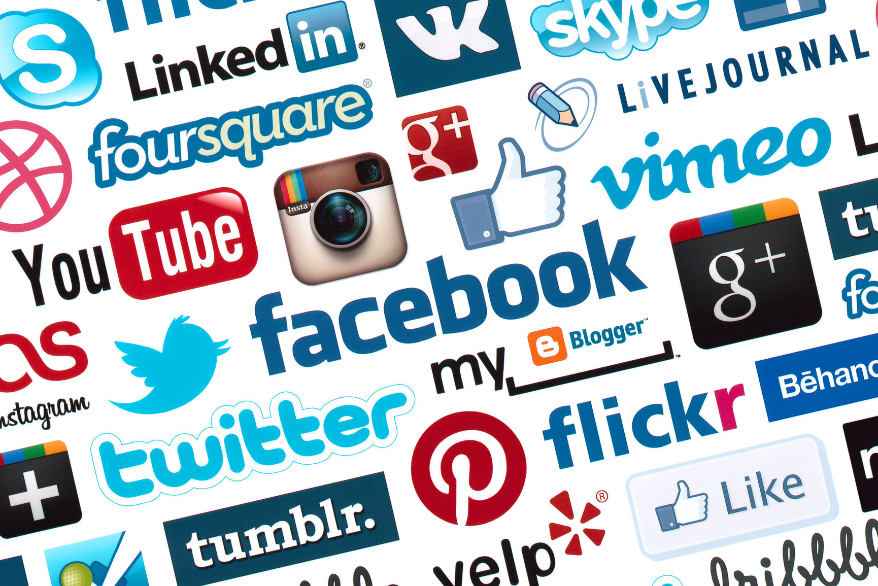 Tips on How to Find a Job Through Social Media